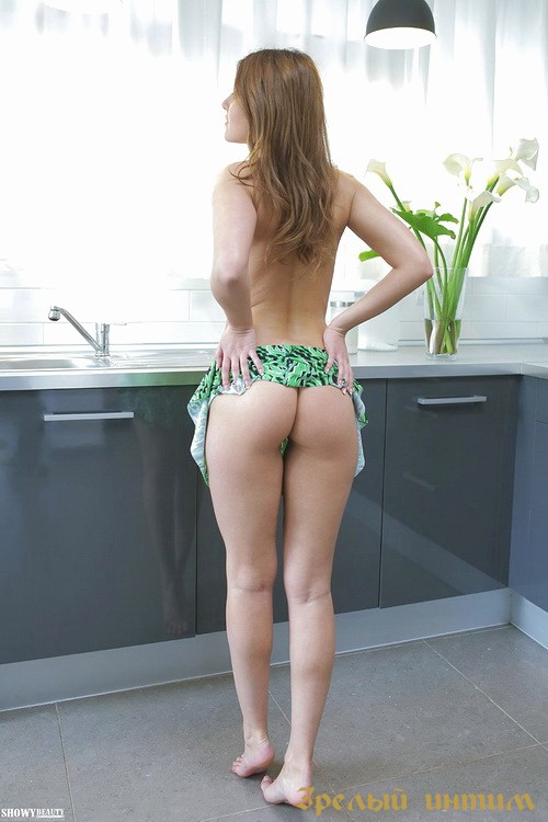 Юстина, 31 год, мастурбация члена грудью