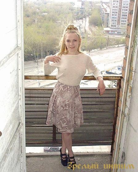 Анечка, 32 года, мастурбация члена грудью