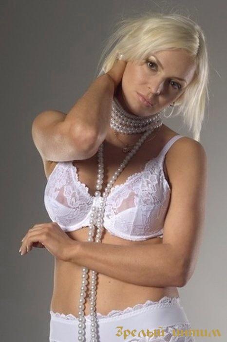 Элечка, 36 лет: лесбийские игры