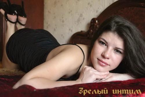 Тинка - мастурбация члена грудью, непрофессиональный массаж, семейная пара